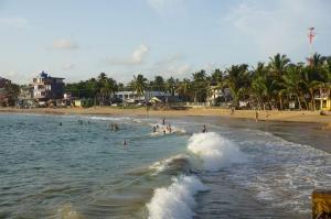 Naše pláž s vlnami